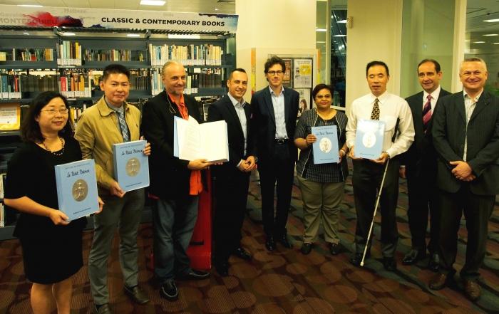 Don de livres d'art tactiles pour les non-voyants à Singapour