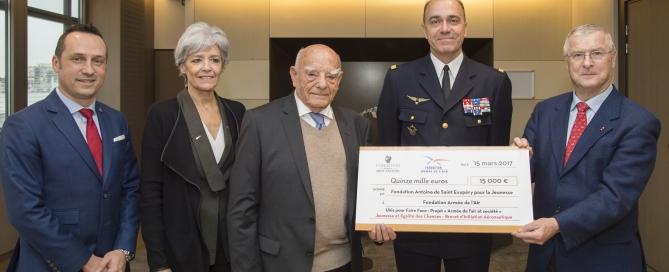 """Signature d'une convention entre l'Armee de l'Air (representee par le General Andre Lanata, CEMAA) et la Fondation """"Antoine de Saint-Exupery pour la Jeunesse"""" (representee par M. Francois d'Agay, president)."""