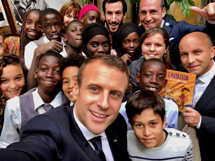 01-Selfie_du_Président_Emmanuel_Macron_BR