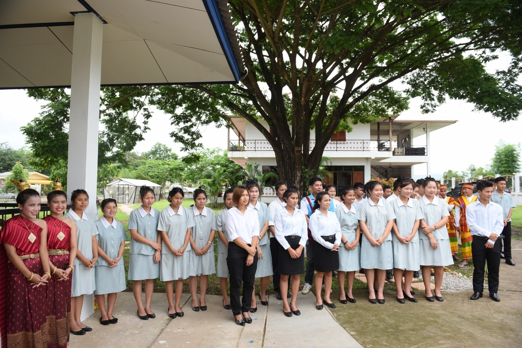 HANDOUT - Mae Sot/Thailand, 27 June, 2016: HCTC students welcome guests at the inauguration the new educational garden and media laboratory at the Hospitality & Catering Training Centre (HCTC) in Mae Sot in north-west Thailand. (PHOTOPRESS/IWC)